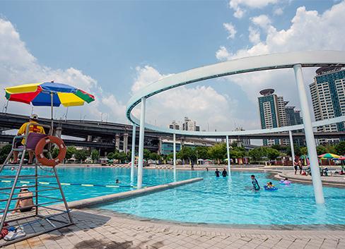 <br>夏天最棒的市区避暑地,就在汉江游泳池!